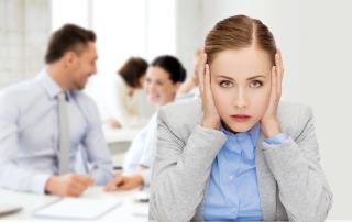 Die Folgen von Stress und Bewegungsmangel am Arbeitsplatz sind vielvältig und werden chronisch.