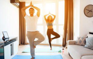 Online Yoga ist eine gute Gelegenheit, zu Hause etwas für seine Gesundheit und Beweglichkeit zu tun